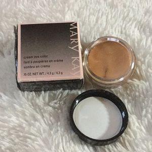 New in box! 💋 Mary Kay Cream eyeshadow 💋